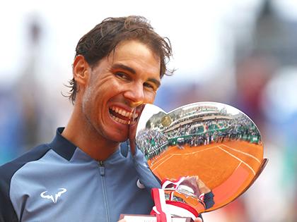 Vô địch Monte Carlo nhưng Nadal hãy giữ đôi chân trên mặt đất