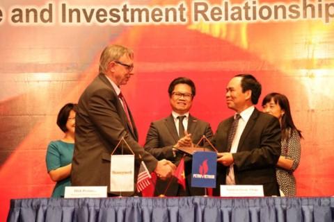 Tập đoàn Dầu khí Việt Nam ký bản ghi nhớ với hai công ty dầu khí Mỹ