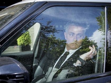 Khám phá phòng làm việc của Mourinho