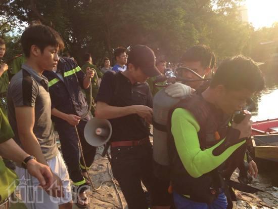 Người nhái đang tìm người đàn ông nhảy xuống hồ Thiền Quang