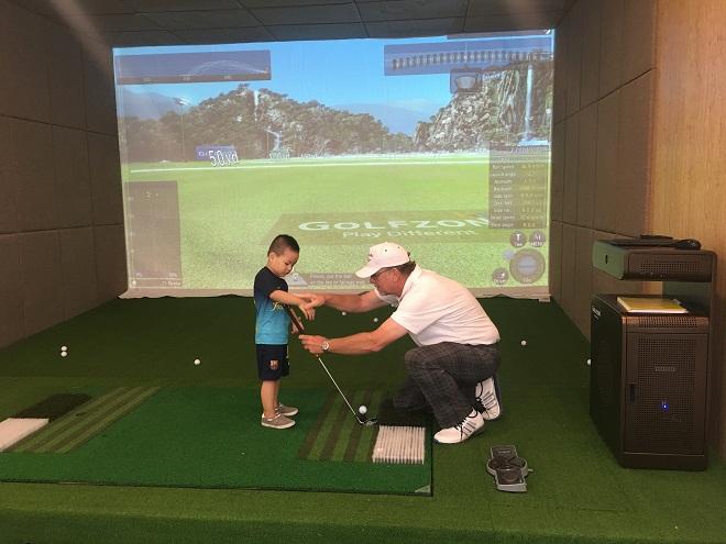 Có nên cho con đi theo golf chuyên nghiệp?