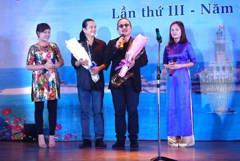 Nghệ sĩ Trần Mạnh Tuấn biểu diễn giao lưu với các đơn vị báo chí Trung ương