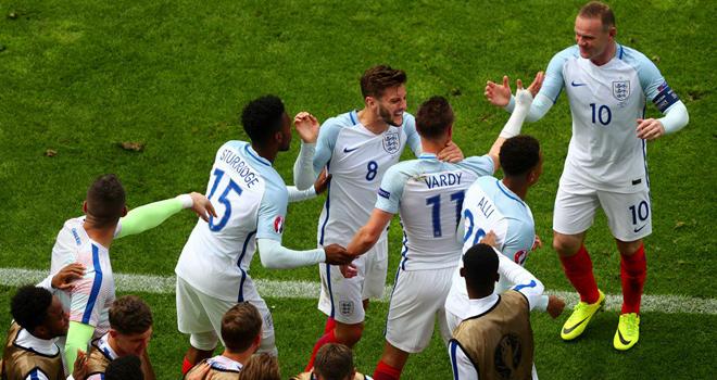 CĐV Anh 'phát điên' vì bàn thắng của Vardy