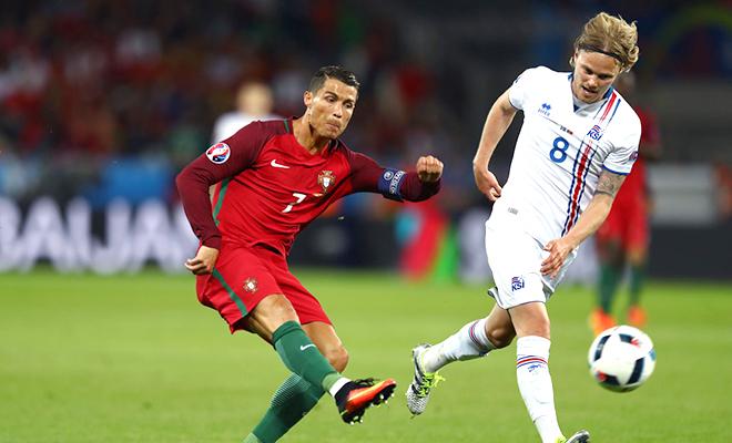 Góc LÊ THỤY HẢI: 'Ronaldo chỉ hay khi đá biên'