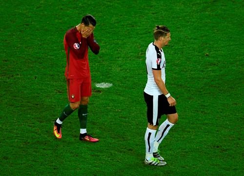 Áo 0-0 Bồ Đào Nha: Đá hỏng phạt đền, Ronaldo lại tiếp tục gây thất vọng