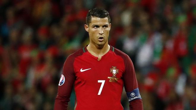 'Maradona giỏi gấp trăm lần Ronaldo'