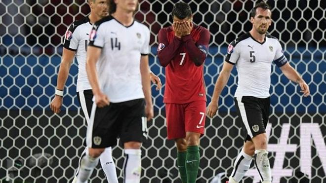 Ronaldo bị gọi là 'LỢN CON' vì dám chê Iceland là 'nhược tiểu'