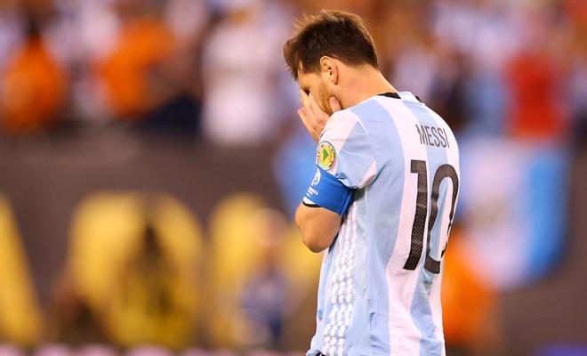 SỐC: Messi chia tay ĐTQG Argentina