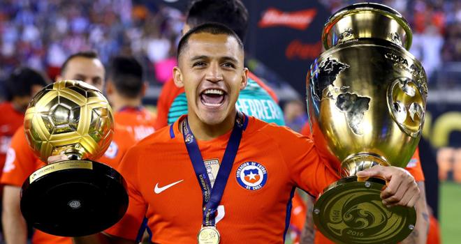 Alexis Sanchez khoe Quả bóng vàng và chức vô địch Copa America 2016
