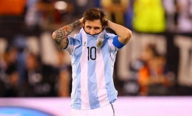 Messi lại bị so sánh với Ronaldo sau tuyên bố từ giã tuyển Argentina