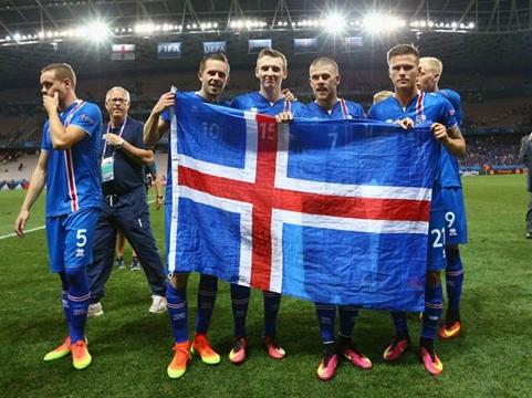 Xuất sắc đánh bại Anh, cầu thủ Iceland được tặng huân chương chim ưng