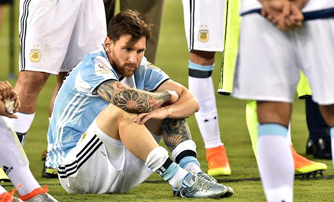 Messi và tương lai với Argentina: Phải bước tiếp, thay vì bỏ cuộc!