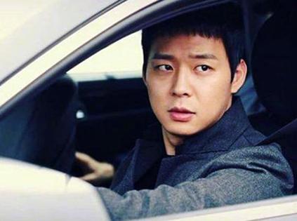 Bị cáo buộc cưỡng dâm, Park Yoo Chun nên rời làng showbiz