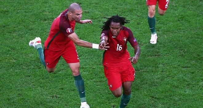 Renato Sanches ghi bàn và lập kỷ lục, CĐV Man United kêu trời tiếc nuối