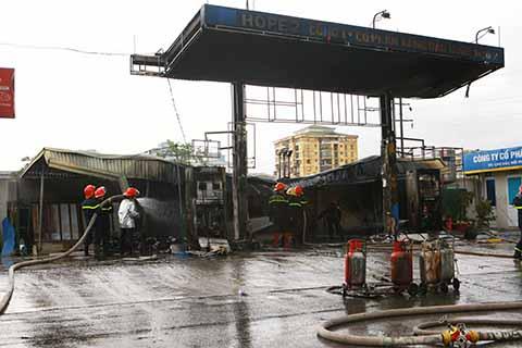 CHÙM ẢNH: Hiện trường vụ cháy Trạm xăng dầu Đền Lừ, Hà Nội