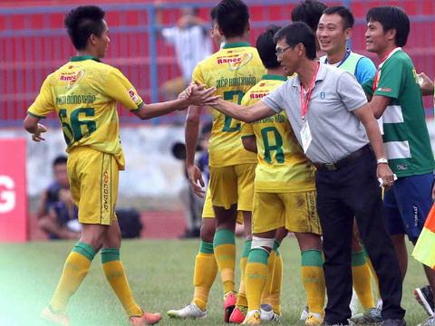 Cầu thủ Đồng Tháp bị nghi cá độ, trọng tài Việt Nam tới World Cup