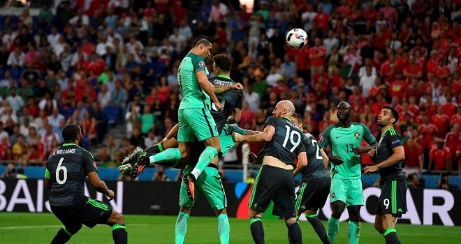 Cristiano Ronaldo san bằng kỷ lục của Michel Platini tại các VCK EURO