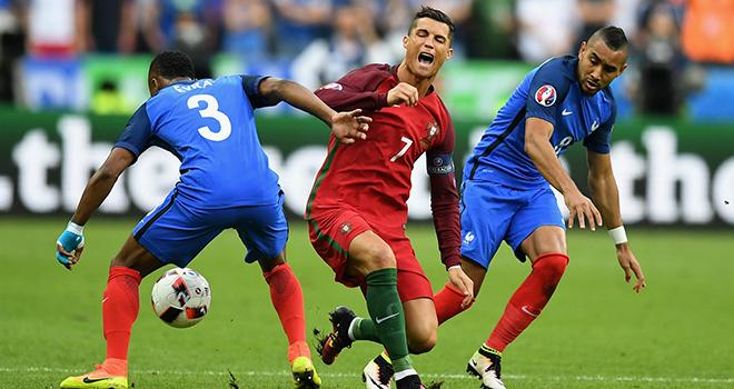 Cộng đồng mạng chỉ trích thậm tệ pha vào bóng ác ý của Payet với Ronaldo