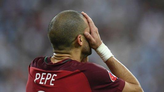 Cầu thủ xuất sắc trận Pepe nôn ngay trên sân sau Chung kết EURO 2016