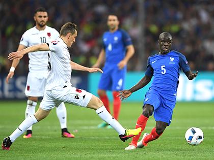 Conte cần mẫu tiền vệ như Kante