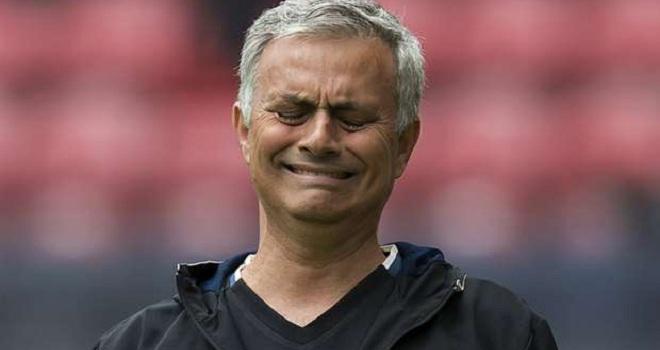 Cộng đồng mạng dùng Van Gaal để 'MÓC MÁY' Mourinho sau trận thua Dortmund