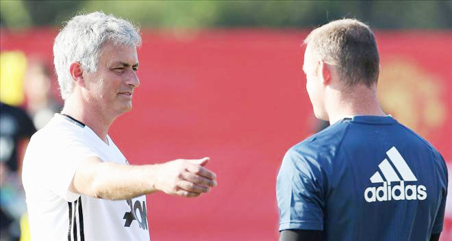 Wayne Rooney hết lời TÂNG BỐC Jose Mourinho