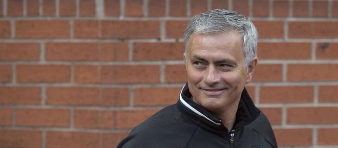 Lộ tên trung vệ lý tưởng nhất Mourinho muốn đưa về Man United