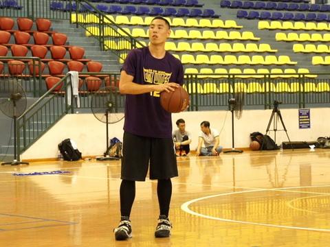 Cầu thủ bóng rổ Việt kiều Justin Young: 'Tôi về nơi cha mẹ sinh ra'