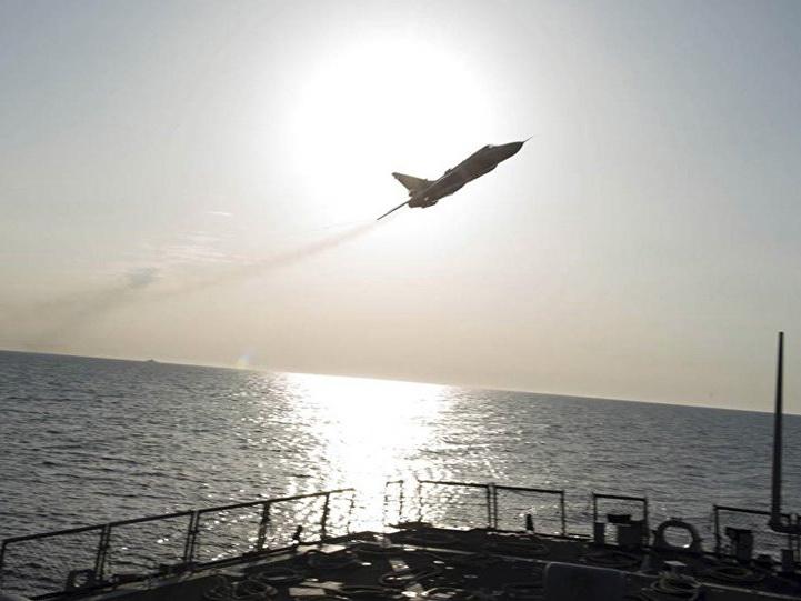Nga bật mí chuyện Su-24 làm 'mù' tàu chiến Mỹ và 'áo giáp tàng hình'