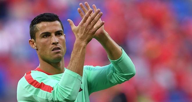 """CẬP NHẬT tối 12/8: Ronaldo quyên tiền làm từ thiện. Man United và Chelsea cũng muốn """"Neymar mới"""""""