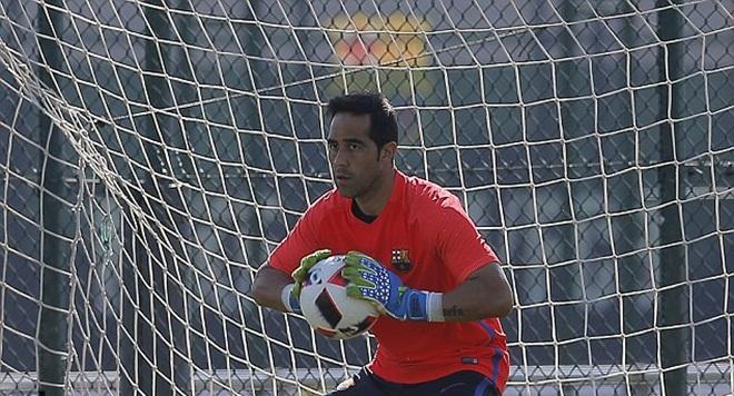 NÓNG: Thủ môn Barca Claudio Bravo đồng ý gia nhập Man City