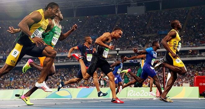 Khoảnh khắc BÁ ĐẠO của Usain Bolt: Vỗ ngực ăn mừng dù chưa cán đích