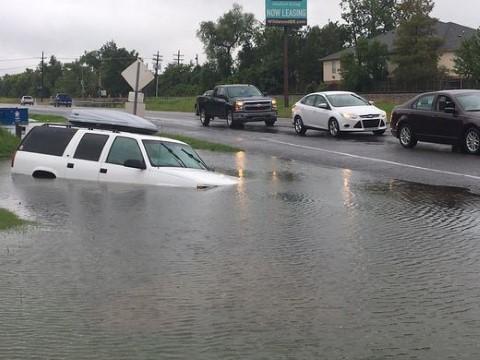 Mỹ: Mưa lũ ngập trắng Louisiana, Chính phủ ban bố tình trạng thảm hoạ