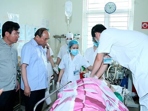 Thủ tướng Nguyễn Xuân Phúc thăm các nạn nhân vụ nổ súng Yên Bái