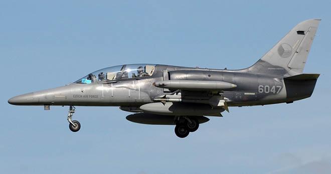 Máy bay huấn luyện L-39 có thể mang được tên lửa, rocket hoặc bom