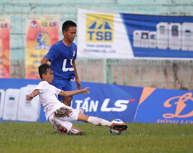 Cầu thủ An Giang đánh cầu thủ PVF sau khi thua trận