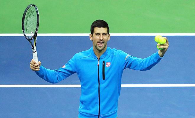 Kẻ thì bỏ cuộc, người bị loại sớm. Djokovic may đến thế là cùng!