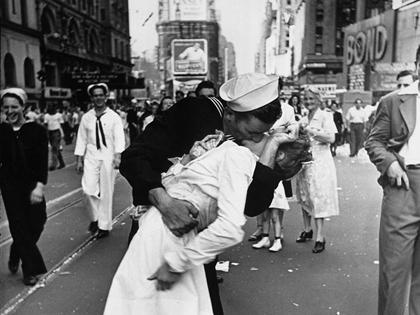 VIDEO: Nữ y tá trong bức ảnh 'Nụ hôn tại Quảng trường Thời đại' qua đời ở tuổi 92
