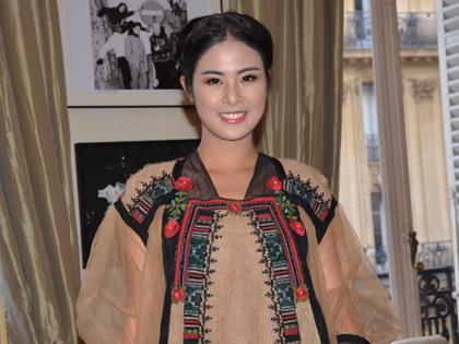 Xem Hoa hậu Ngọc Hân diện thời trang Mông và Cơ tu tại Pháp