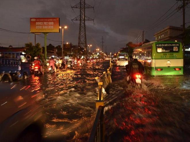 Chiều tối và đêm nay, Nam Bộ và TP.HCM lại có mưa to
