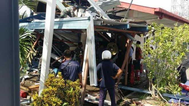Trực thăng quân sự chở 13 lính đâm vào trường học