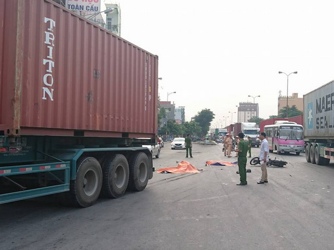2 anh em ruột vừa đi đám tang về thì bị xe container cán chết