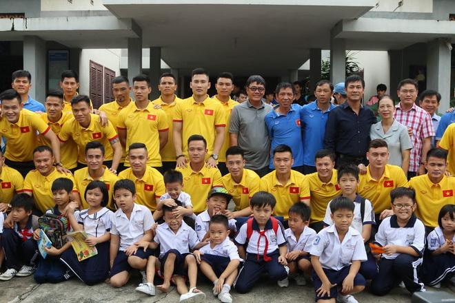 Thầy trò Hữu Thắng tìm động lực từ làng trẻ SOS