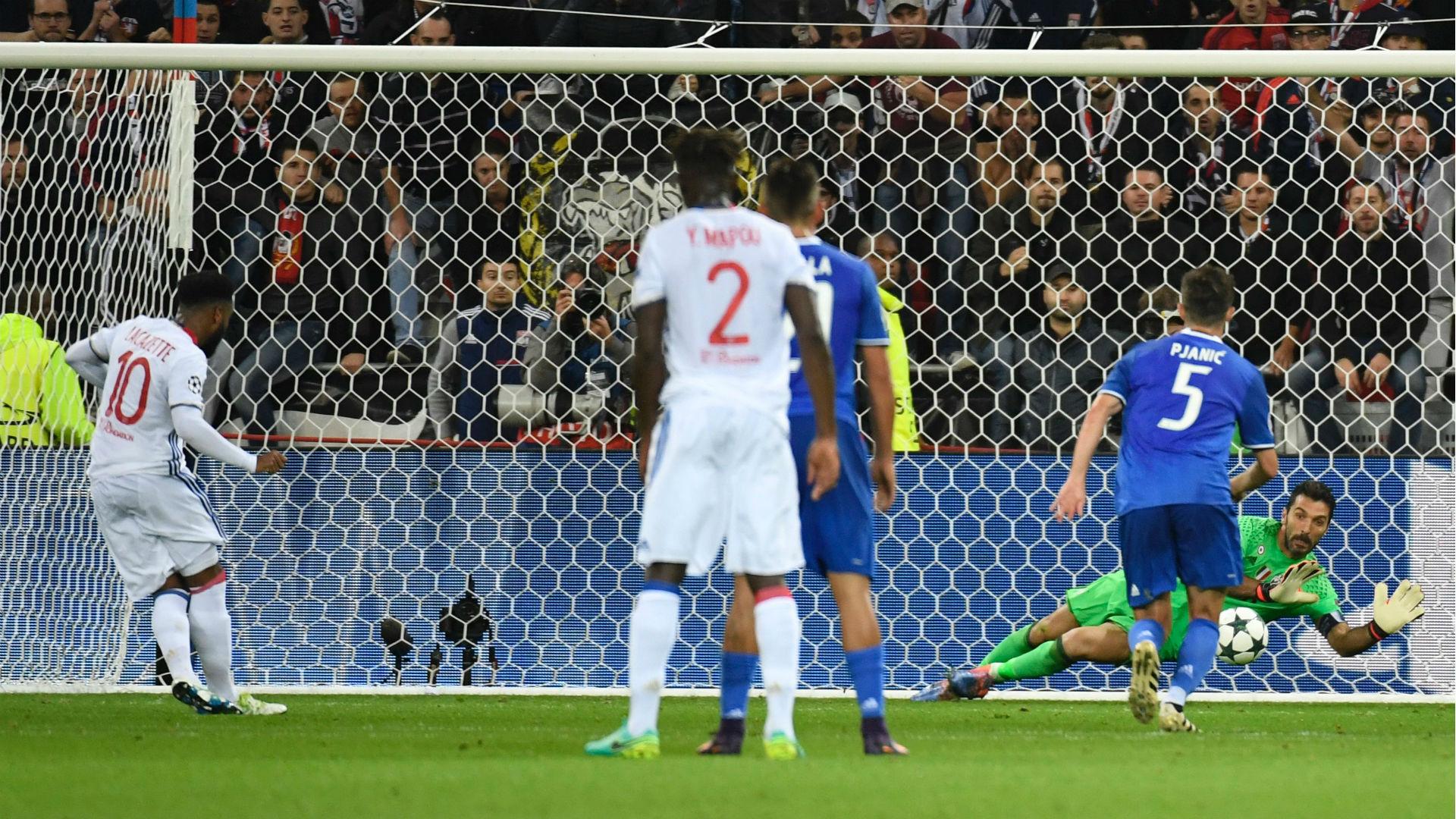 Juventus: Buffon mãi là siêu anh hùng
