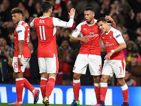 Với 'tam tấu' Sanchez - Oezil - Walcott, Arsenal lúc này thật đáng sợ