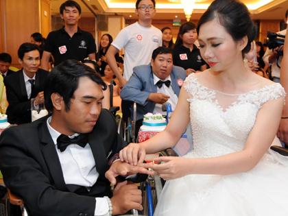 Chùm ảnh: Lễ cưới tập thể dành cho 60 cặp đôi khuyết tật