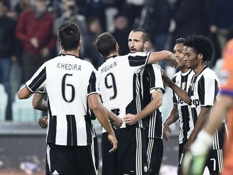 Juventus 4-1 Sampdoria: Chiellini lập cú đúp, Juve củng cố ngôi đầu