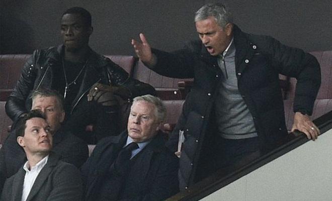 Mourinho phủ nhận... Mourinho & Man United vẫy vùng trong tuyệt vọng