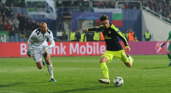 HLV Arsene Wenger hết lời khen ngợi Mesut Oezil sau siêu bàn thắng vào lưới Ludogorets
