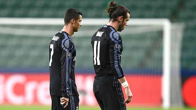 Real suýt thua vì Zidane coi thường đối thủ